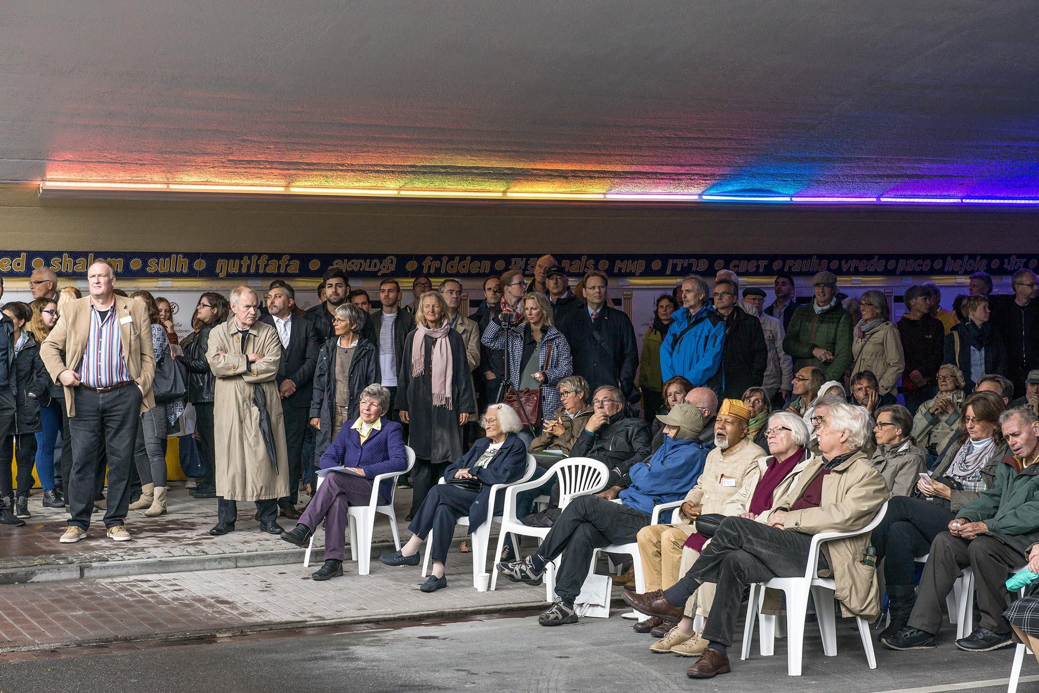 Friedenstunnel Einweihung III - Blick ins Publikum